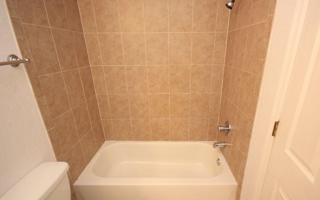 Bath tub in upstairs bathroom
